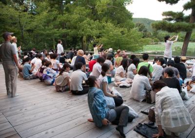 観月台から大沢池を見る