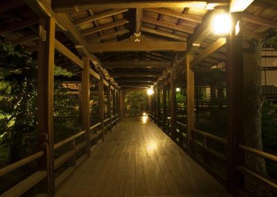 村雨の廊下