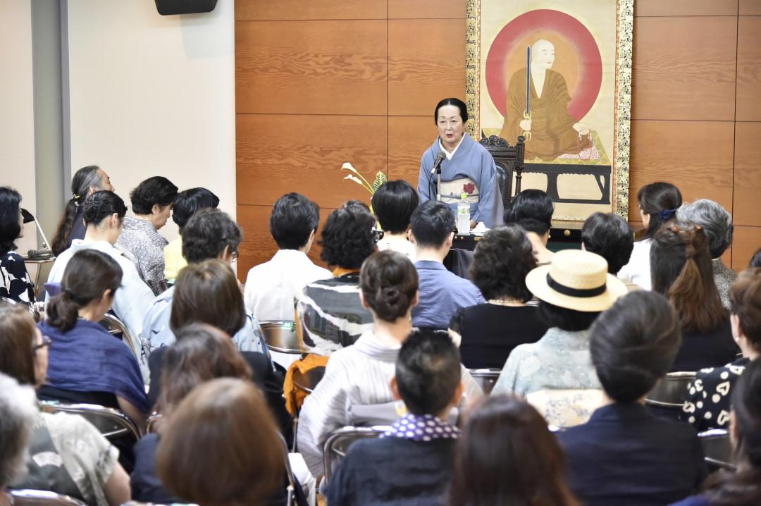 講演会と僧侶寺内案内 -Lecture-