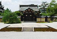 Chokushi-mon gate and stone stage_1